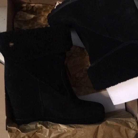 214b44a7310 Ugg women's Kyra boot size 9 New NWT